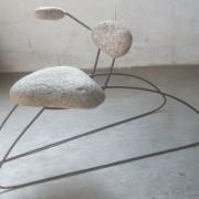 Le baise main, 2014, granit métal.