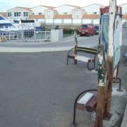 Mémoire/ Révolution 2009 - 2009 - Panneau d'affichage / banc public, bois de bateaux métal.