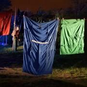 Héritage #1 - installation - fil à linge, bleus de travail - 10 x 30 x 5 m